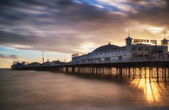 Winter sunset long exposure over Brighton pier. — 图库照片