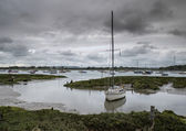 Landscape of moody evening sky over low tide marine — Stock Photo