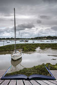 Landscape of moody evening sky over low tide marine Creative con — Stock Photo
