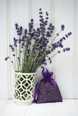 Beautiful fragrant lavender bunch in rustic home styled setting — Stock Photo