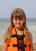 Smiling girl portrait looking at camera — Стоковое фото