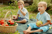 Kids with vegetables and fruits — Stock Photo