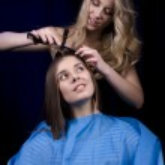 Hair stylist working on haircut — Stock Photo