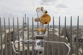 Telescope overlooking for Paris. View for Eiffel tower — Stock Photo