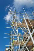 Byggnadsställningar på en byggarbetsplats — Stockfoto