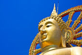 Budha against blue sky. Thailand — Stockfoto