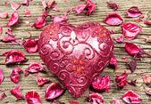 Kırmızı kalp şeklinde mum — Stok fotoğraf