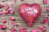 свеча красный в форме сердца — Стоковое фото