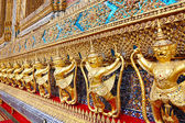 Golden statue at Wat Phra Kaew, Temple of the Emerald Buddha. Th — Zdjęcie stockowe