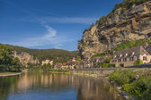 Roc cageac、ドルドーニュ川、フランスの村 — ストック写真