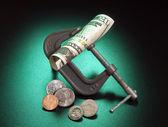 Parayı sıkmak — Stok fotoğraf
