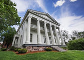 Southern Greek revival mansion — Stockfoto