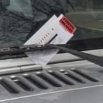 Постер, плакат: Parking ticket violation on a car windshield