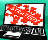 Estrategia de rompecabezas en cuaderno mostrando soluciones online — Foto de Stock
