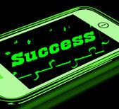 éxito en smartphone mostrando la progresión — Foto de Stock