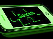 Sukces na smartphone pokazuje postęp — Zdjęcie stockowe