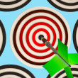 Bulls eye Target Shows Focused Successful Aim - Foto de Stock