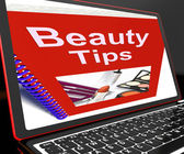 Uroda porady na laptopie wyświetlono wskazówek makijaż — Zdjęcie stockowe