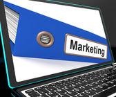 Commercialisation de fichier sur l'ordinateur portable montre des plans de publicité — Photo