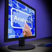 Analyse sur moniteur montrant des examens en cours d'exécution — Photo