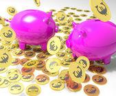 Piggybanks sur pièces montre une situation financière européenne — Photo