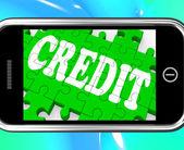 Crédito em smartphone mostra o empréstimo de dinheiro — Foto Stock