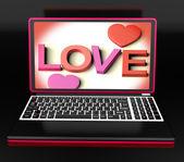 Kärlek på laptop visar Romantik — Stockfoto