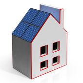Dom z paneli słonecznych pokazuje odnawialne źródła energii — Zdjęcie stockowe