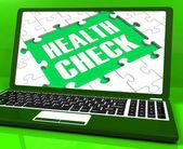 Health check laptop zeigt erkrankung prüfungen online — Stockfoto