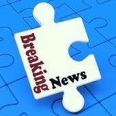 Prolomit novinky puzzle ukazuje newsflash vysílání nebo zpravodajství — Stock fotografie