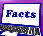 Fakta laptop ukazuje pravdivých informací a znalostí — Stock fotografie