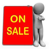 Na prodej tabletu charakter ukazuje snížení úspor nebo slevy — Stock fotografie