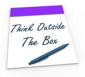 Pensa fora o bloco de notas caixa significa pensamentos originais — Fotografia Stock