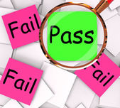 Pass Fail Post-It Papers Mean Approved Or Unsuccessful — Zdjęcie stockowe