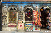 Small gift shop with carpets and souvenirs — Stock Photo