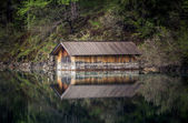 A small wooden house on the lake — Stock Photo