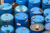 Basurero químico con un montón de barriles — Foto de Stock