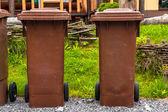 Cubo de basura al aire libre en un parque — Foto de Stock