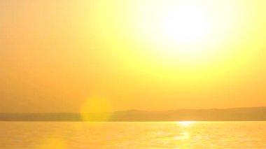 Красивый закат на пляже — Стоковое видео