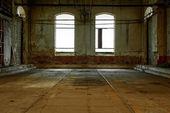 Industriel intérieur avec une lumière vive — Photo