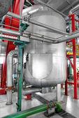 Tuberías industriales en una central térmica — Foto de Stock