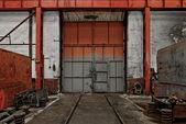 工場の産業用ドア — ストック写真