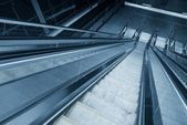 Bewegten rolltreppe im businesscenter — Foto de Stock