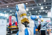 Robot arm in a factory — Stock Photo