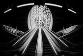 движущегося эскалатора в бизнес-центре — Стоковое фото