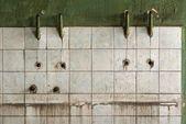 Antigua muralla de baldosas de un edificio industrial — Foto de Stock