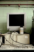 Old vintage computer in laboratory — Stock Photo