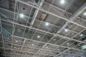 Estructura metálica de cubierta de un edificio moderno — Foto de Stock
