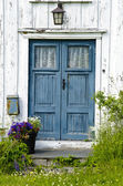 Wooden front door — Stock Photo