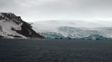Antarctica - Antarctic Peninsula in a cloudy day — Wideo stockowe